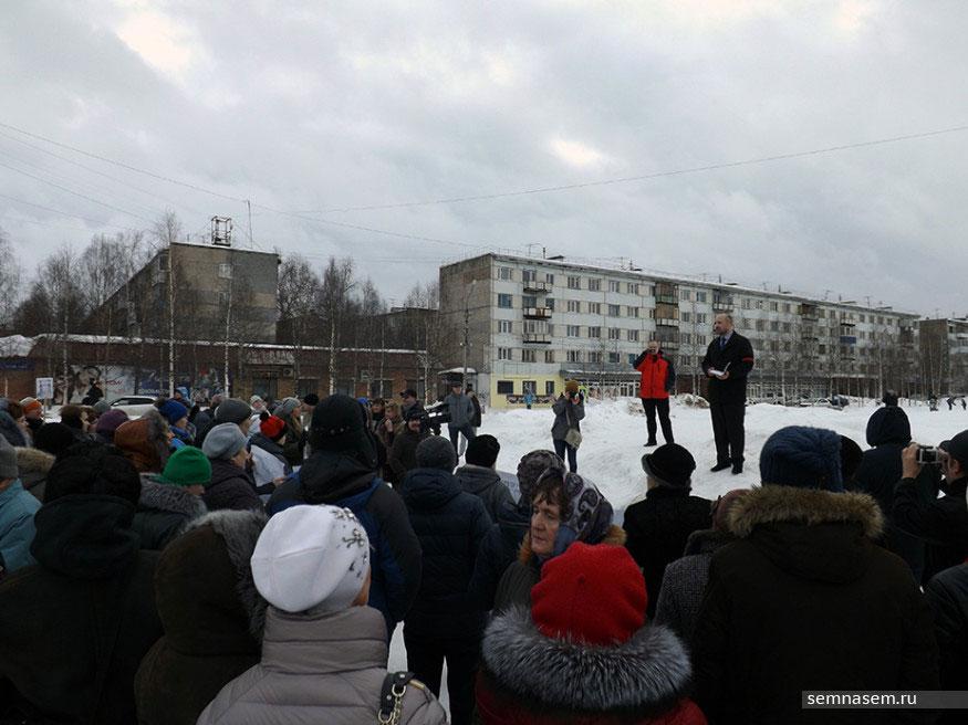 Parents protest in Ukhta - The Independent Barents Observer