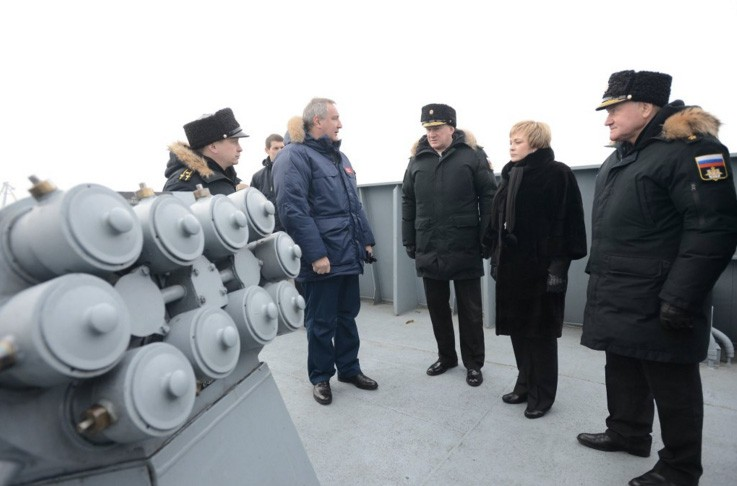 Aircraft Carrier Admiral Kuznetsov: News #2 - Page 34 Rogozin-admiralgorshkov-twitter-rogozin